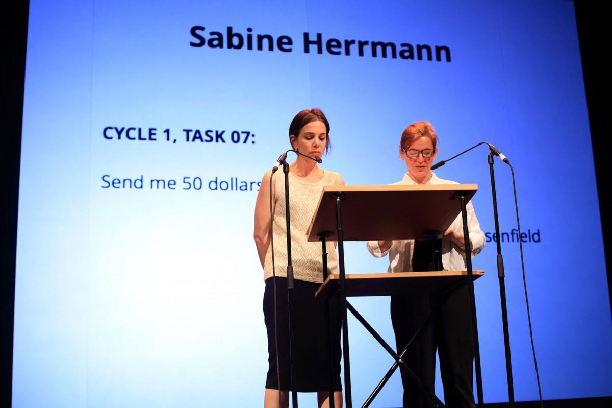 COLLECTIVE TASK, 2014 Performance in der Akademie der Künste, Berlin, Yedda Morrison und Sabine Herrmann, Foto: Gezett